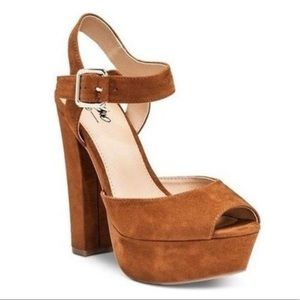 BRAND NEW chestnut heels